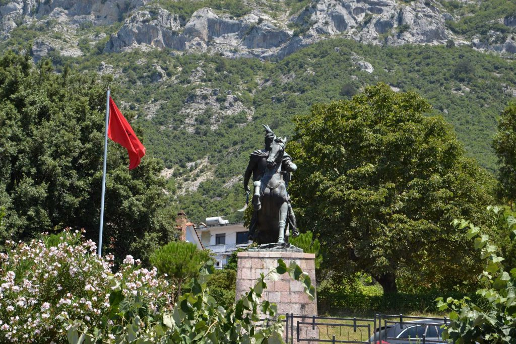 Albania - pomnik Skanderbega w Kruje