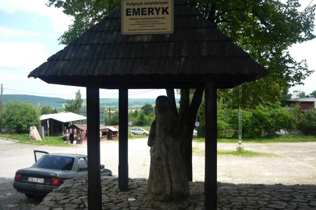 Góry Świętokrzyskie - pomnik pielgrzyma Emeryka