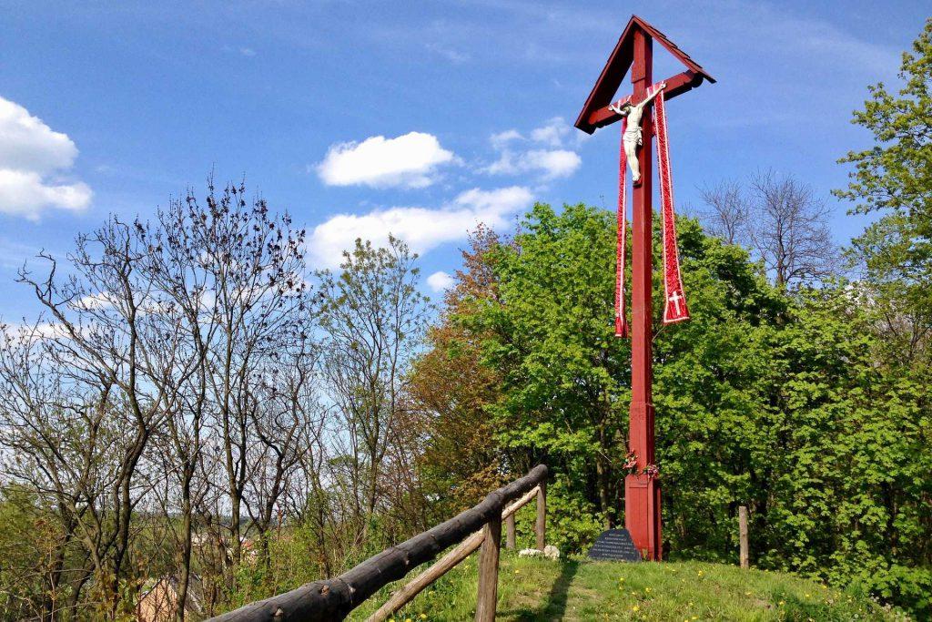 Iłża - krzyż na wzgórzu zamkowym