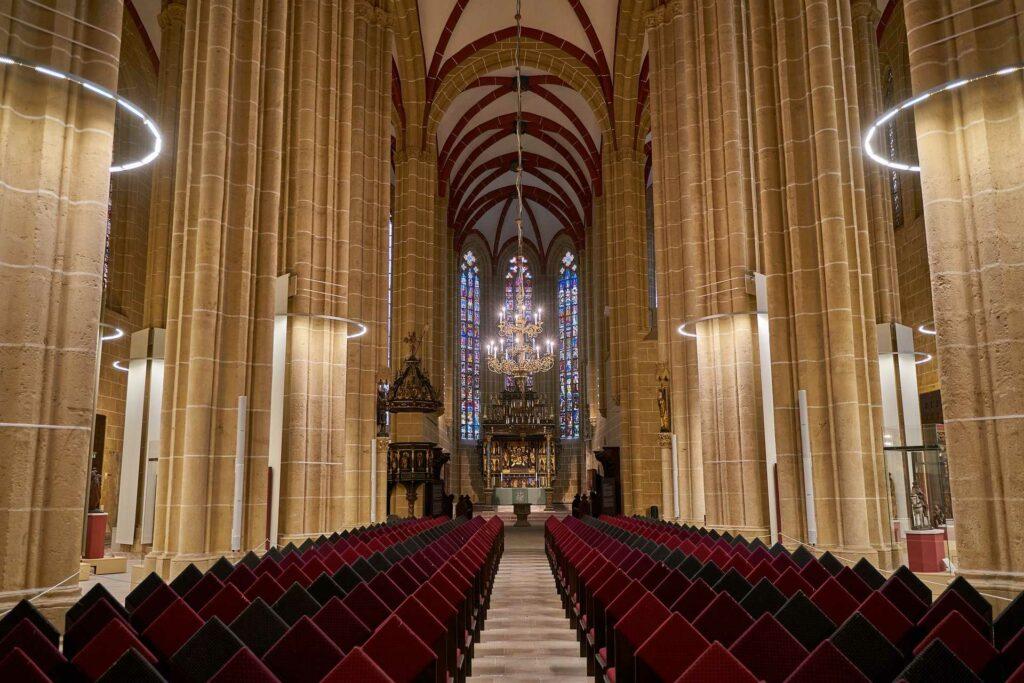 kraków na weekend - Wnętrze Kościoła Mariackiego w Krakowie