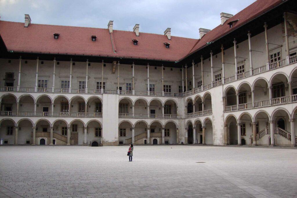 kraków na weekend - Krużganki Zamku Królewskiego na Wawelu