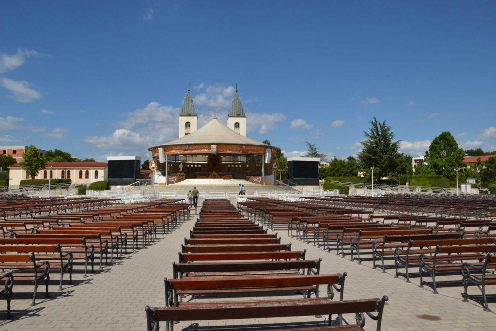 Ołtarz polowy kościoła w Medjugorie