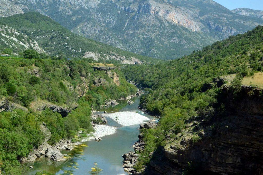 Czarnogóra - kanion rzeki Morača