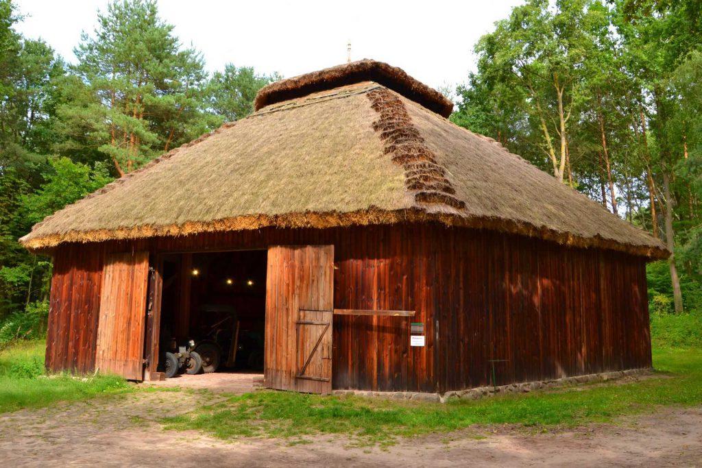 Muzeum Wsi Radomskiej - stodoła z Grójca