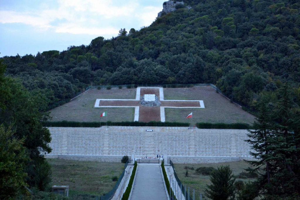 Włochy - cmentarz na Monte Cassino